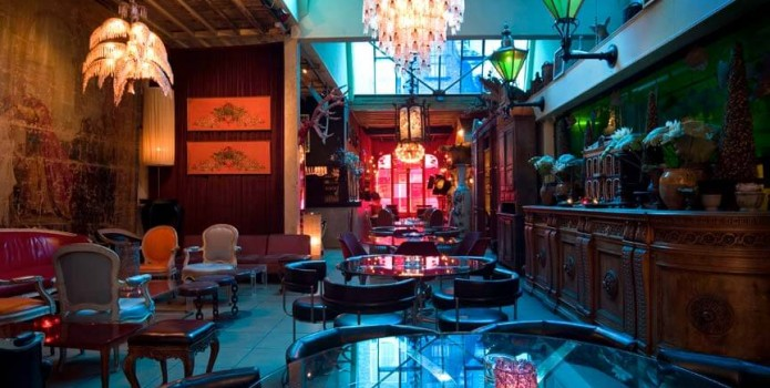 Loungelover : London's Top Bars. Great nightlife, extensive cocktail list, one of London's most exclusive bars.