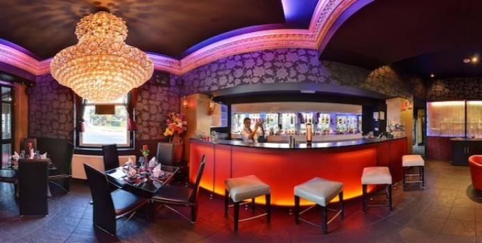 The Heights Bar : London's Top Bars. Great nightlife, extensive cocktail list, one of London's most exclusive bars.